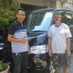 Foto Penyerahan Mobil 4 Sales Marketing Dealer Daihatsu Gresik Alfian