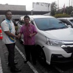 Foto Penyerahan Mobil 5 Sales Marketing Dealer Daihatsu Kudus Ibnu