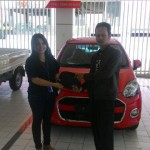 Foto Penyerahan Unit 1 Sales Marketing Mobil Dealer Daihasu Bella