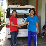 Foto Penyerahan Unit 1 Sales Marketing Mobil Dealer Daihatsu Pasuruan Rendy