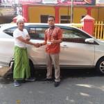 Foto Penyerahan Unit 1 Sales Marketing Mobil Dealer Daihatsu Pasuruan Soleh