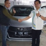 Foto Penyerahan Unit 1 Sales Marketing Mobil Dealer Daihatsu Purwakarta Agus Muriyanto