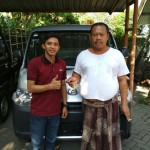Foto Penyerahan Unit 2 Sales Marketing Mobil Dealer Daihatsu Pasuruan Rendy