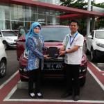 Foto Penyerahan Unit 2 Sales Marketing Mobil Dealer Daihatsu Purwakarta Agus Muriyanto