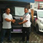 Foto Penyerahan Unit 2 Sales Marketing Mobil Dealer Daihatsu Sukabumi Baden