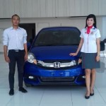 Foto Penyerahan Unit 2 Sales Marketing Mobil Dealer Honda Trenggalek Afrilia Devi Ardiana