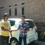 Foto Penyerahan Unit 3 Sales Marketing Mobil Dealer Daihatsu Indramayu Hendi
