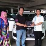 Foto Penyerahan Unit 3 Sales Marketing Mobil Dealer Daihatsu Purwakarta Agus Muriyanto
