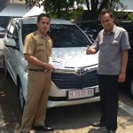 Foto Penyerahan Unit 3 Sales Marketing Mobil Dealer Toyota Semarang Syarif