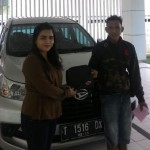 Foto Penyerahan Unit 4 Sales Marketing Mobil Dealer Daihasu Bella