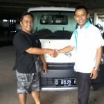 Foto Penyerahan Unit 4 Sales Marketing Mobil Dealer Daihatsu Bandung Teddy Ahmad