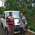 Foto Penyerahan Unit  4 Sales Marketing Mobil Dealer Daihatsu Pasuruan Rendy