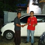 Foto Penyerahan Unit 4 Sales Marketing Mobil Dealer Daihatsu Pasuruan Soleh