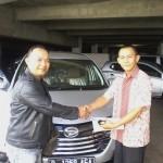 Foto Penyerahan Unit 6 Sales Marketing Mobil Dealer Daihatsu Bandung Teddy Ahmad