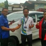 Foto Penyerahan Unit 7 Sales Marketing Mobil Dealer Daihatsu Sukabumi Baden