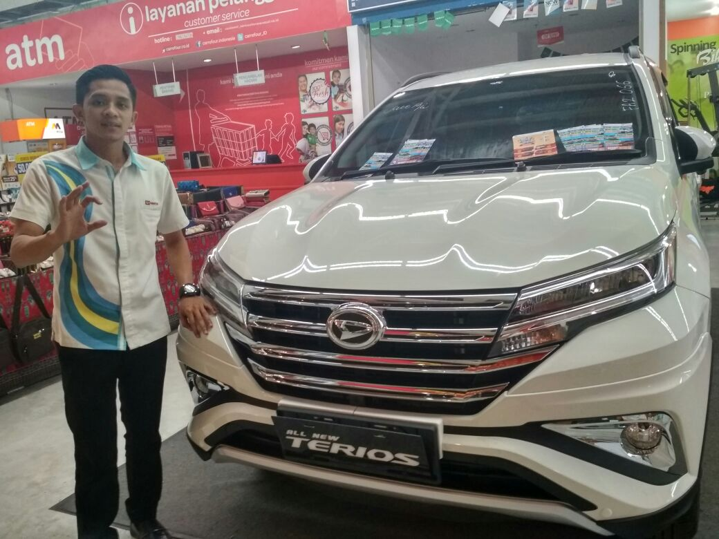 Sales Marketing Mobil Dealer Daihatsu Pasuruan Rendy
