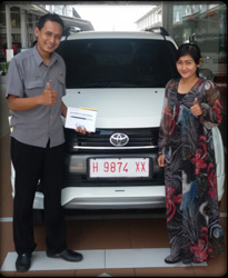 Sales Marketing Mobil Dealer Toyota Semarang