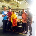 Foto Penyerahan Unit 3 Sales Marketing Mobil Dealer Suzuki Pekanbaru Rio Alex