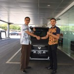 Foto Penyerahan Unit 5 Sales Marketing Mobil Dealer Suzuki Pekanbaru Rio