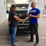 Foto Penyerahan Unit 7 Sales Marketing Mobil Dealer Suzuki Pekanbaru Rio