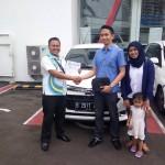 Foto Penyerahan Unit 1 Sales Marketing Mobil Dealer Daihatsu Ciledug Hendri