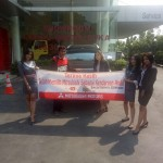 Foto Penyerahan Unit 1 Sales Marketing Mobil Dealer Mitsubishi Safitri