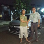 Foto-Penyerahan-Unit-11-Sales-Marketing-Mobil-Dealer-Daihatsu-Yos
