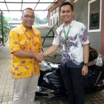 Foto-Penyerahan-Unit-13-Sales-Marketing-Mobil-Dealer-Daihatsu-Yos