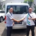 Foto Penyerahan Unit 2 Sales Marketing Mobil Dealer Daihatsu Ciledug Hendri