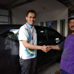 Foto-Penyerahan-Unit-2-Sales-Marketing-Mobil-Dealer-Daihatsu-Yosa