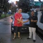 Foto Penyerahan Unit 3 Sales Marketing Mobil Dealer Daihatsu Ciledug Hendri