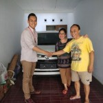 Foto-Penyerahan-Unit-3-Sales-Marketing-Mobil-Dealer-Daihatsu-Yosa
