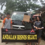 Foto Penyerahan Unit 3 Sales Marketing Mobil Dealer Mitsubishi Safitri