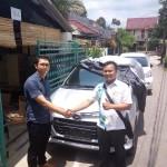 Foto Penyerahan Unit 4 Sales Marketing Mobil Dealer Daihatsu Ciledug Hendri