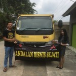 Foto Penyerahan Unit 4 Sales Marketing Mobil Dealer Mitsubishi Safitri