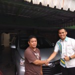 Foto-Penyerahan-Unit-6-Sales-Marketing-Mobil-Dealer-Daihatsu-Yosa