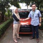 Foto-Penyerahan-Unit-8-Sales-Marketing-Mobil-Dealer-Daihatsu-Yosa