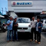 Foto Penyerahan Unit 1 Sales Marketing Mobil Dealer Suzuki Makassar Ismul