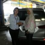 Foto Penyerahan Unit 18 Sales Daihatsu Cikarang Atau Marketing Daihatsu Cikarang Ida Rosidah