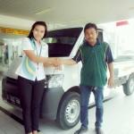 Foto Penyerahan Unit 2 Sales Marketing Mobil Dealer Daihatsu Cikarang Neng Ida Rosidah