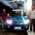 Foto Penyerahan Unit 2 Sales Marketing Mobil Dealer Suzuki Makassar Ismul