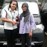 Foto Penyerahan Unit 3 Sales Daihatsu Cikarang Atau Marketing Daihatsu Cikarang Ida Rosidah