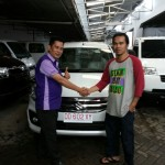Foto Penyerahan Unit 4 Sales Marketing Mobil Suzuki Makassar MAHBUB