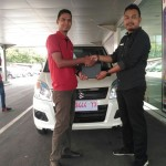 Foto Penyerahan Unit 4 Sales Marketing Mobil Dealer Suzuki Fazri Aulia