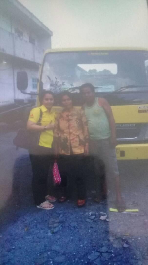 Foto Penyerahan Unit 1 Sales Marketing Mobil Dealer Mitsubishi Medan Lina