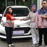 Foto Penyerahan Unit 1 Sales Marketing Mobil Dealer Daihatsu Indramayu  Rosanti