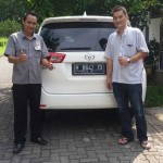 Foto Penyerahan Unit 1 Sales Marketing Mobil Dealer Toyota Semarang Syarif