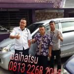 Foto Penyerahan Unit 10 Sales Marketing Mobil Dealer Daihatsu Sumedang Dian Kora