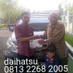 Foto Penyerahan Unit 12 Sales Marketing Mobil Dealer Daihatsu Sumedang Dian Kora