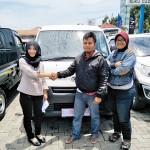 Foto Penyerahan Unit 16 Sales Marketing Mobil Dealer Daihatsu Rosanti